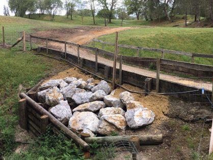 Travaux d'empierrement du pont du trou n°3